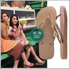Ayu Ting Ting Sandal jepit yang dipunyai Ayu ini mempunyai merek yang sama dengan yang dikenakan Irish Bella dan harganyapun nggak jauh beda.