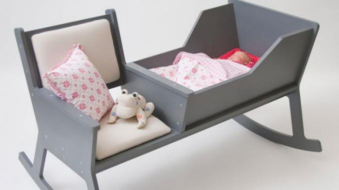 Kursi dan keranjang bayi berayun