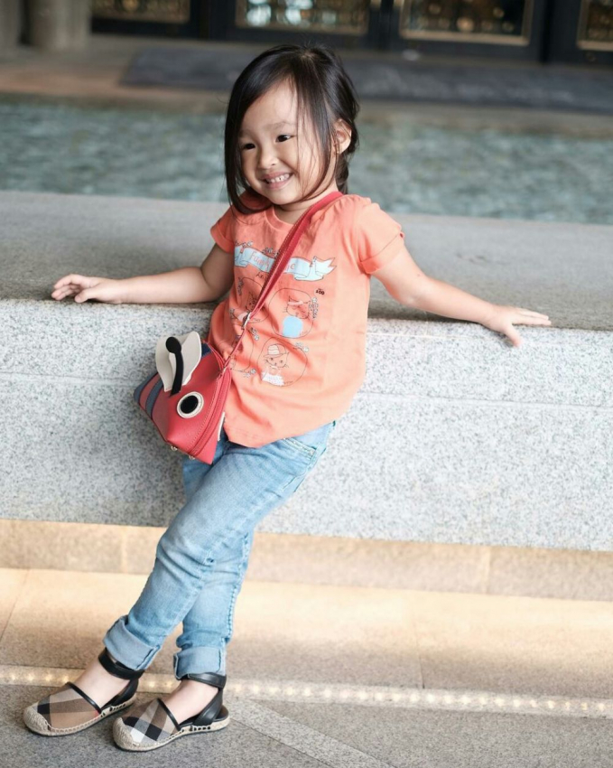 Masih kecil sudah tampil modis, pasti meniru gaya bunda Sarwendah, nih!