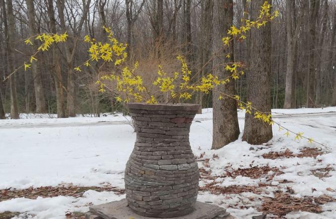 Lempengan batunya bisa disusun jadi pot bunga keren dan nampak natural Pulsker.