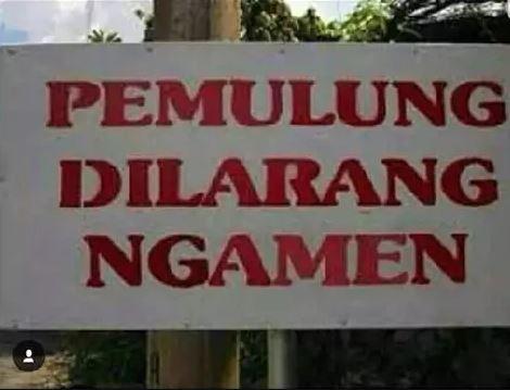 Pengamen dilarang mulung.