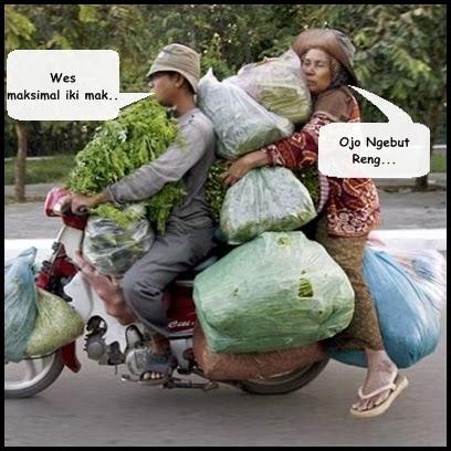 Cuma di Indonesia ada pemandangan ekstrim kaya gini.