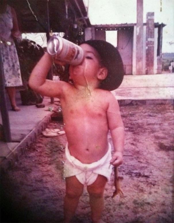 Duh dek, kecil-kecil udah pada suka minum-minum nggak baik lho buat kesehatan.