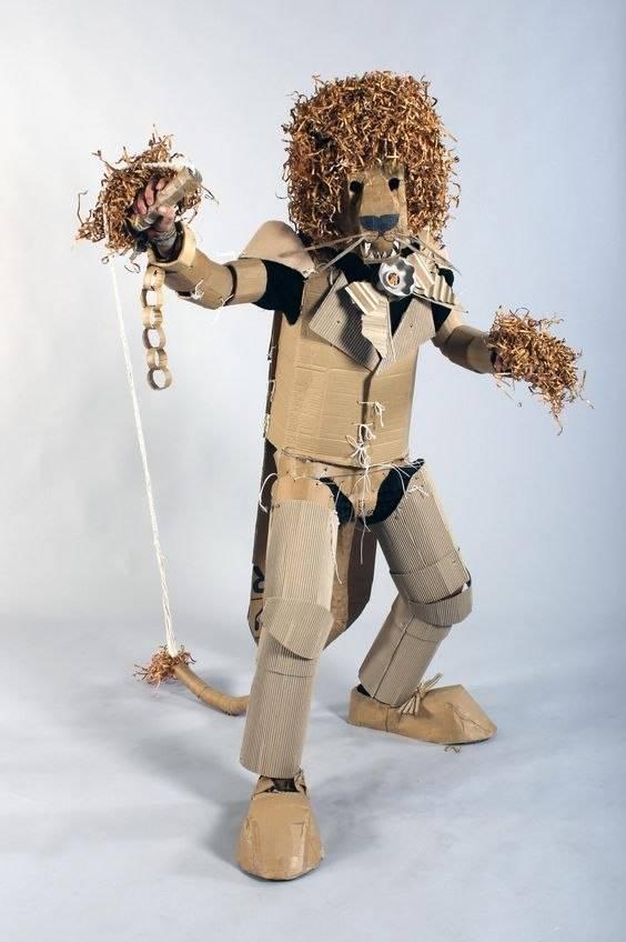 Kostum karakter hewanpun bisa dibuat dari kardus.