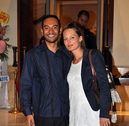 Ario Bayu Pemeran Soekarno ini menikah dengan wanita asal Perancis yaitu Valentine Payen pada tahun 2017.