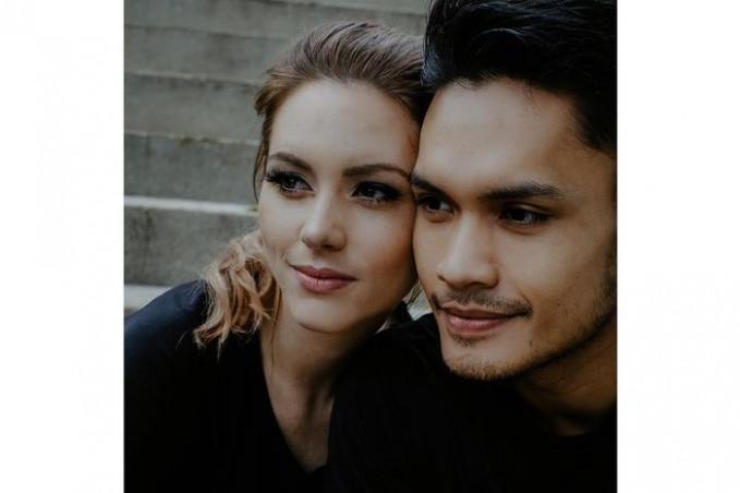Randy Pangalila Artis hasil dari acara pencarian bakat ini baru menikah tanggal 19 Januari 2019 dengan Bule asal Kanada Chelsey Frank.