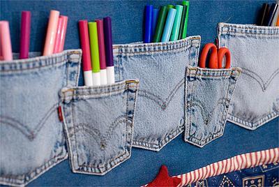 Dijadikan tempat untuk menyimpan pulpen, pensil, spidol dan lainnya.