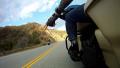 Anak Motor Wajib Tau .. Inilah 7 Kode Tangan Para Biker Saat Touring