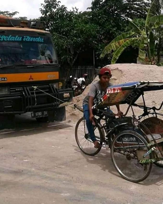 Becak yang punya tenaga super.