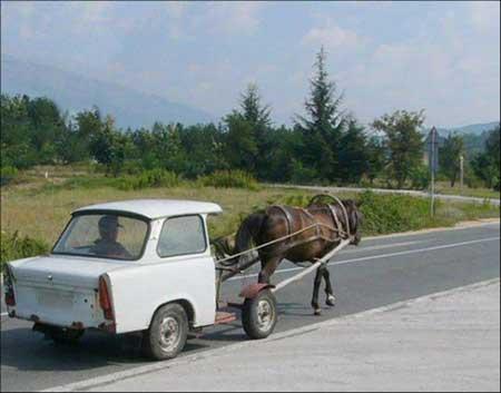 Modifikasi mobil dengan kearifan lokal.