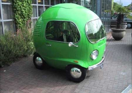 Duh lucu banget deh bentuk mobil yang satu ini. Jadi pengen punya satu di rumah.