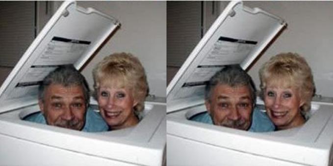 Duh, kakek nenek ngapain pakai foto di mesin cuci?. Ntar susah keluarnya gimana?.