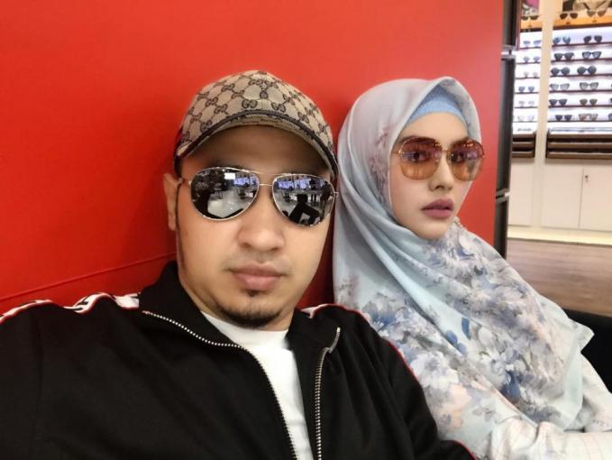 Ternyata yang dikenakan Habib barang bermerk loh.