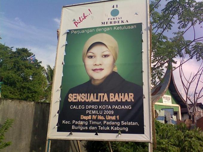 Mungkin sepupunya salah satu penyanyi dangdut populer Indonesia.