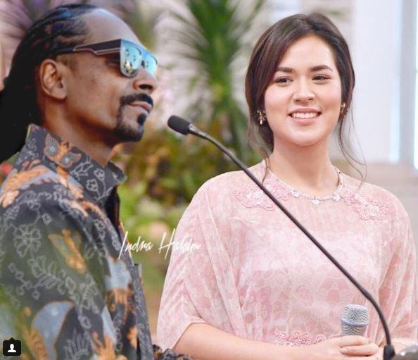 Awas si Hamish marah lho, tau Snoop Dogg deket-deket sama Raisa?.