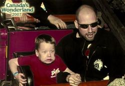 Begini Kelucuan Ekspresi Seseorang Saat Naik Roller Coaster
