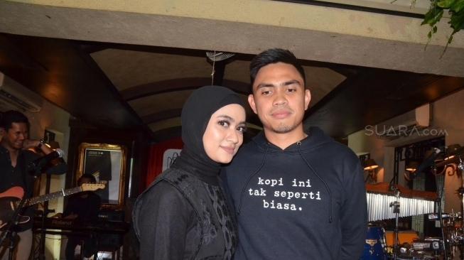 Ayudia Bing Slamet dan Dito SMA 82 Jakarta yang mempertemukan mereka berdua, sehingga sekarang bisa menikah dan membina rumah tangga berdua.