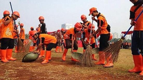 Tim Orange Jika nggak ada Tim ini maka lingkungan kita pasti akan kotor dari sampah - sampah yang berserakan.