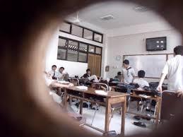 Melihat aktivitas kelas lain bahkan mengganggu.