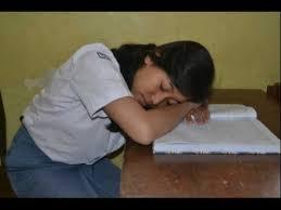 Tidur karena kecapekan belajar.