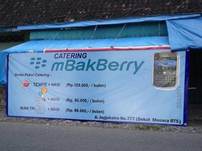 Wow ... nama warung dan menunya berhubungan dengan alat telekomunikasi.