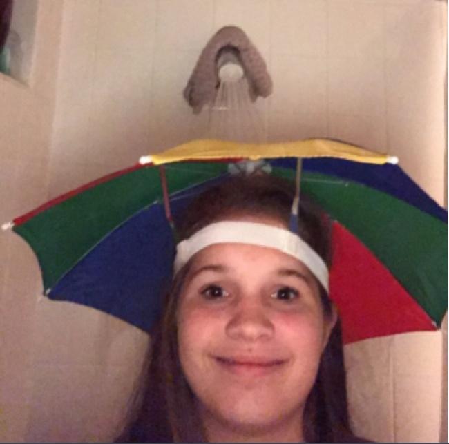 Mau mandi tapi rambut nggak pengen basah?. Payung imut ini adalah solusinya girls.