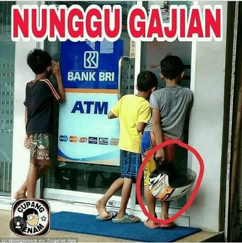 Bisanya cuma ngintip di ATM, nggak berani masuk karena takut saat dicek belum ada transferan, kan bikin kecewa !