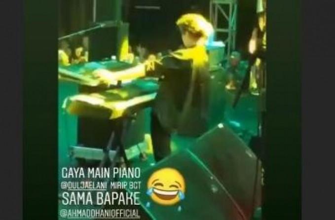 Saat di foto dari belakangpun sanagt Ahmad Dhani Banget