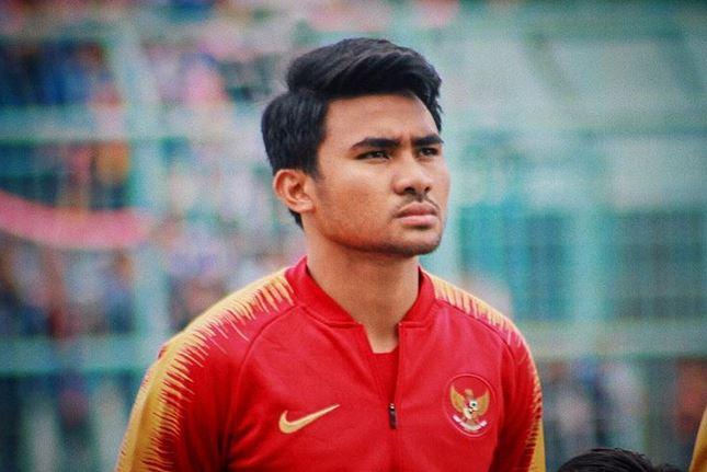 Asnawi mangkualam Bahar Bahar Muharram adalah ayah dari Asnawi, dimana ayah Asnawi merupakan legenda sepak bola PSM Makasar, karena bapak Asnawi mendedikasikan keahliannya untuk PSM Makassar hingga pensiun disana juga