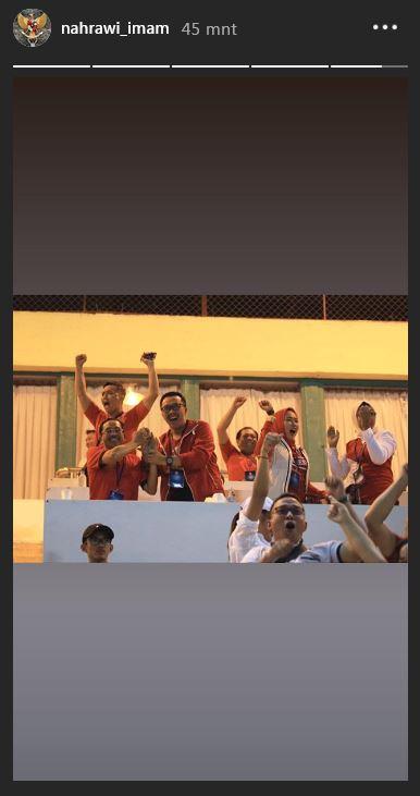 Ekspresi Menpora beserta rombongan saat Timnas U 22 Indonesia mencetak gol