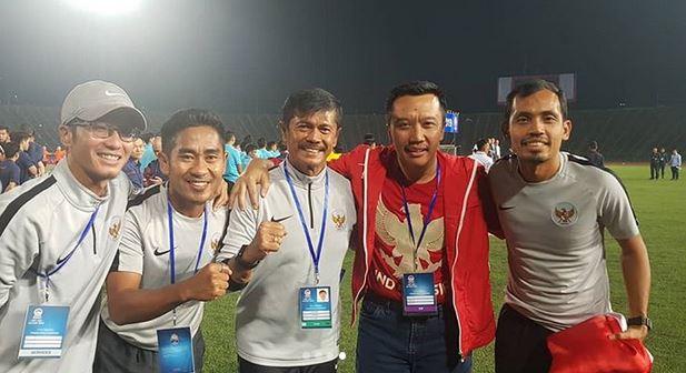 Foto bersama para official dan Menpora
