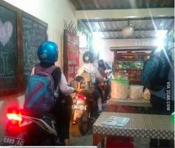10 Potret Kocak Warung yang Ada di Indonesia, Bikin Ngakak!
