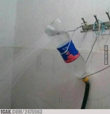 Kalau kaya gini kan serasa mandi di hotel dengan shower.