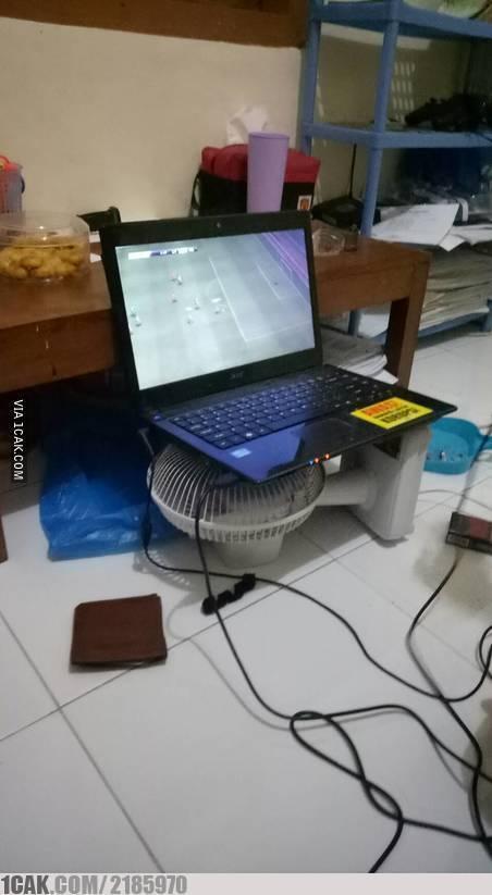 Kalau kaya gini kan laptopnya jadi nggak kepansan lagi :D
