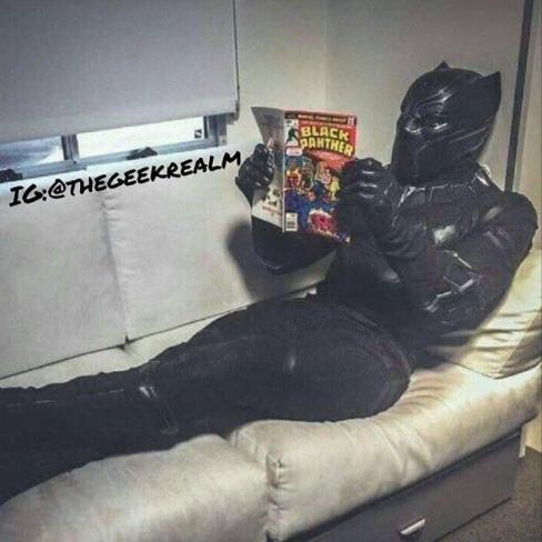Mumpung lagi free, baca buku aja lah santai sekaligus menyegarkan otak. Nah, itu dia Pulsker ilustrasi sisi lain kehidupan para superhero kalau lagi konyol. Unik kan?.