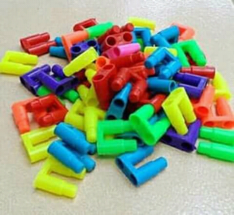 Paling sering sih mainan ini dibikin jadi replika robot, pesawat atau senapan.
