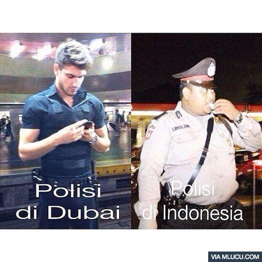 Ah, nggak juga kok. Polisi ganteng di Indonesia pun banyak lho guys.