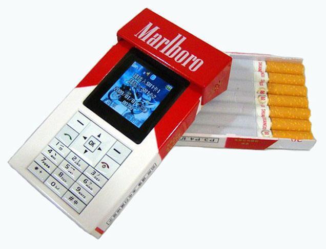 Boleh juga nih casing handphonenya mirip bungkus rokok.