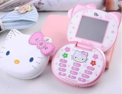 Buat penggemar Hello Kitty pas banget deh punya handphone kayak gini.