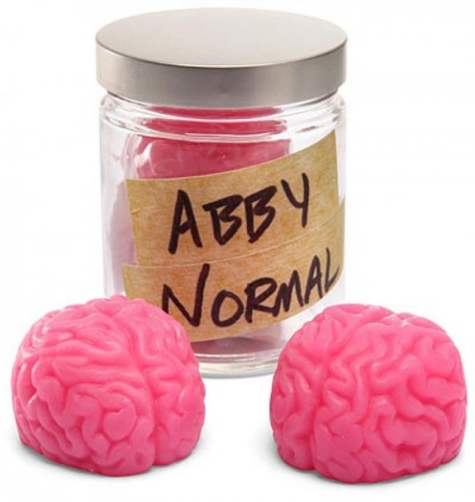 Sabun dengan merek Abby Normal ini berbentuk seperti otak manusia yang bisa diletakkan dalam toples. Dengan aroma raspberry menebarkan bau harum bagi siapa saja.