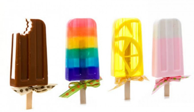 Hmm, ingat ya gengs jangan asal sambar aja kalau melihat sabun berbentuk es krim ini pas panas-panas. Salah makan bisa bahaya tuh. Gimana, unik bukan bentuk-bentuk sabunnya?. Jadi nggak ngebosenin kan dengan bentuk sabun yang itu-itu mulu.
