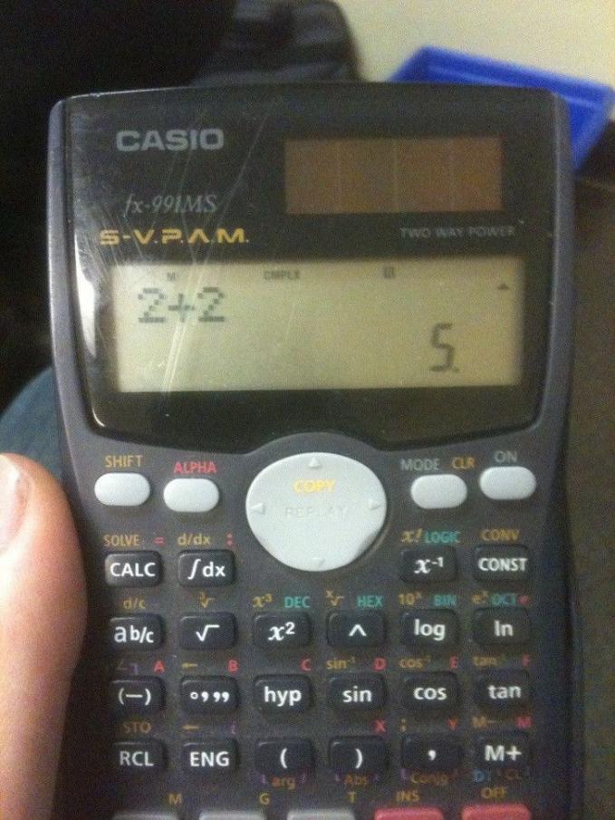 Kalkulatornya nggak lulus SD.