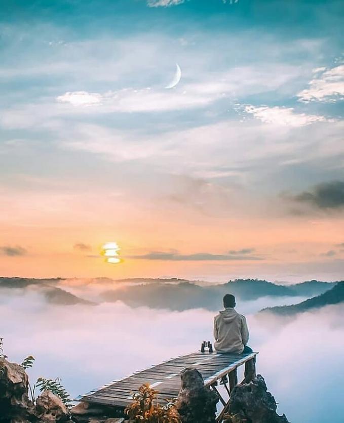 Tebing Watu Mabur Tempat ini benar - benar instagramable, karena jika kamu datang ke tempat ini maka akan disuguhkan pemandangan indah berupa persawahan, dan tentunya kabut tebal yang menjadi ciri dari tempat ini, dan yang paling keren, kamu nggak usah bayar jika ke tempat ini.