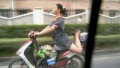 Aksi Gokil Emak-Emak di Jalan yang Cuma Bisa Ditemui di Indonesia