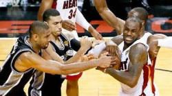 8 Ekspresi Lucu Saat Berlaga di Lapangan Basket, Malah Bikin Ngakak