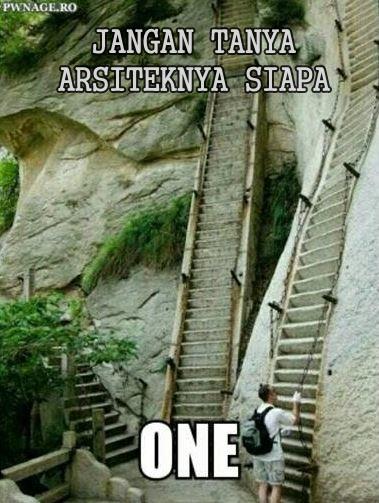 Kira-kira ada yang tertantang untuk menaiki tangga curam ini nggak?