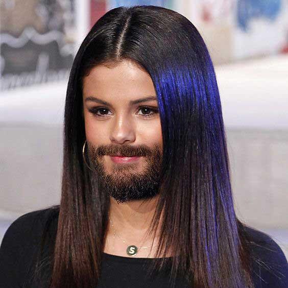 Sekilas Selena Gomez mirip sama kumisnya Leonardo diCaprio nih.