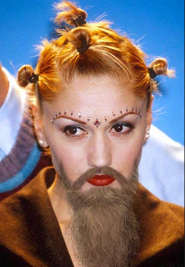 Wajah Gwen Stefani makin klop dengan gaya alis yang beda dari biasanya.
