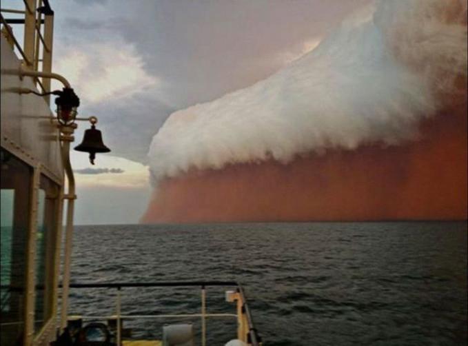 Ini adalah badai debu yang berlangsu di Australia.