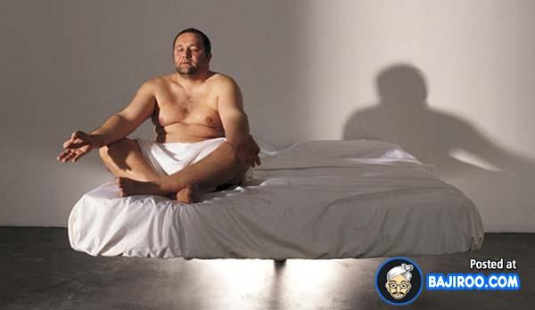 Wah, kasurnya bisa melayang tuh. Cocok buat latihan yoga.